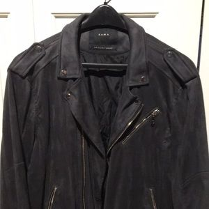 Zara suede leather jacket XL wears a medium size